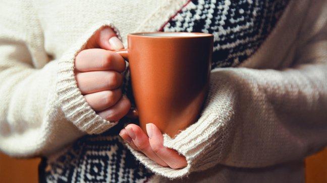 Des joyaux abordables : 55 idées de cadeaux de Noël bon marché - Un mug personnalisé