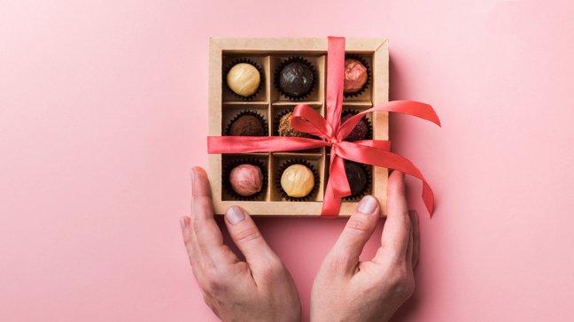Des joyaux abordables : 55 idées de cadeaux de Noël peu coûteux - Boîte de chocolats