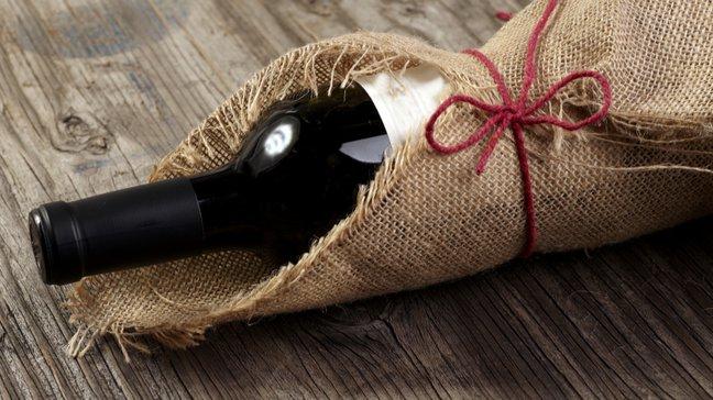 Affordable Gems : 55 idées de cadeaux de Noël peu coûteux - Bouteille de vin