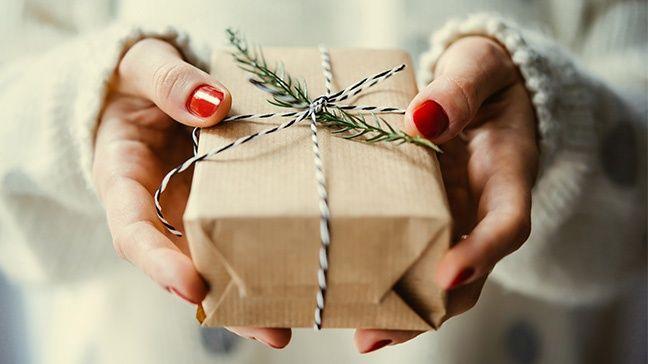55 idées de cadeaux de Noël peu coûteux pour 2020